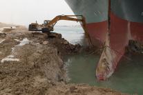 Uviaznutá nákladná loď Ever Green