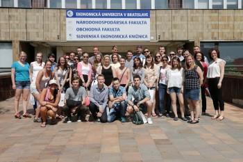 Slovenskí a americkí študenti pomáhajú pri úspešných projektoch