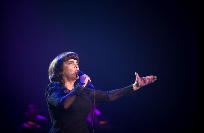Mireille Mathieu pricestuje opäť do Bratislavy už túto jeseň