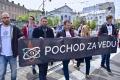 V Bratislave pochodovali za podporu vedy a oslavovali jej krásu