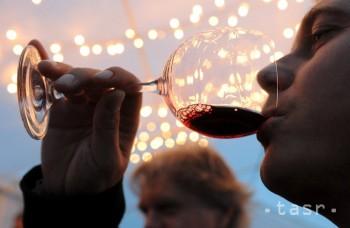 Tomu neuveríte: Nepitie alkoholu v strednom veku môže viesť k demencii