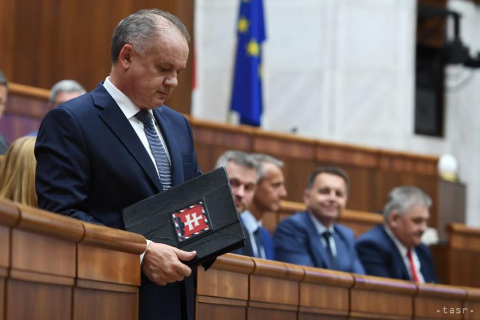 Na snímke prezident Slovenskej republiky Andrej Kiska prichádza po krátkom prerušení opäť vystúpiť so správou o stave Slovenskej republiky v pléne Národnej rady SR v Bratislave 13. júna 2018. Foto: TASR