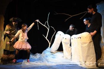 Bábkové divadlo uvádza rozprávku o výprave za strateným snehuliakom