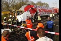 V Nemecku sa zrazil vlak s bagrom