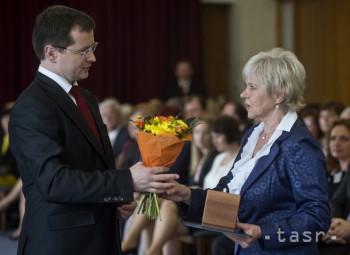 Minister školstva J. Draxler ocenil pedagógov za mimoriadne úspechy