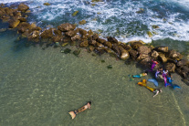 Na pláži v Tel Avive nájdete aj morské panny