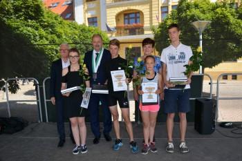 Úspešní študenti novomestských škôl si prevzali Výročnú cenu primátora