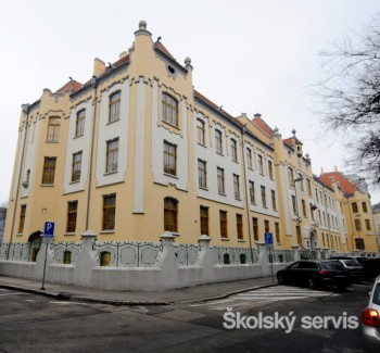Žiakov na Gymnázium Grösslingova láka aj secesná budova