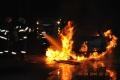 Na Rybničnej ulici v Bratislave horí pracovný stroj