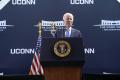 Clinton sa má dobre a čoskoro ho prepustia z nemocnice, tvrdí Biden