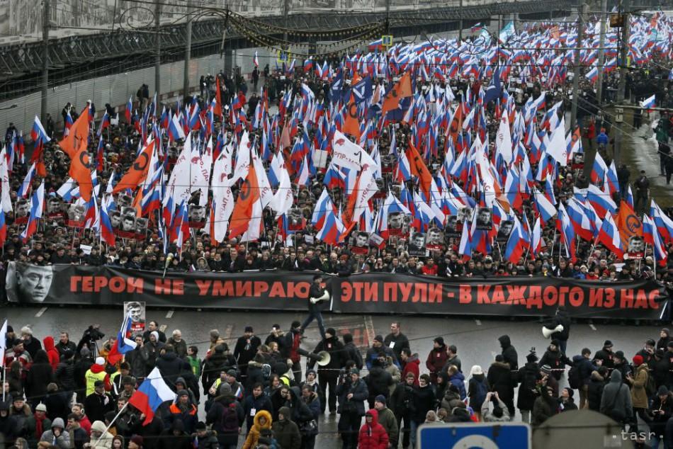 Desaťtisíce ľudí v Rusku pochodovali na počesť zavraždeného Nemcova