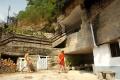 Domy vytesané do skaly priťahujú pozornosť návštevníkov z celého sveta