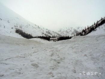 Na horách stále trvá zvýšené lavínové nebezpečenstvo