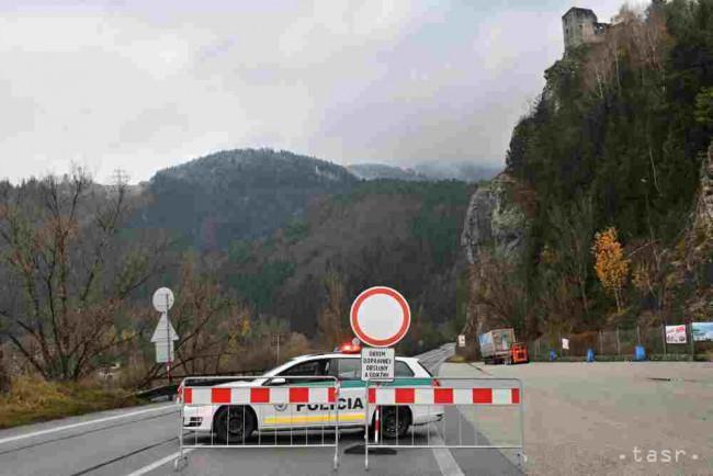 Polícia upozorňuje na úplnú uzáveru cesty pod hradom Strečno