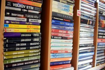 Oravská knižnica v Dolnom Kubíne rozdala knihy seniorom i rodinám