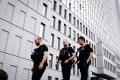 V Düsseldorfe sa pred chystanými protestmi rozmiestňujú policajti