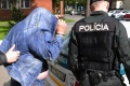 Opitý vodič narazil v Michalovciach do 2 áut, následne chcel utiecť