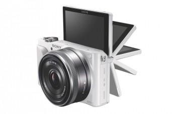 Fotoaparát s výklopným displejom a výmennými objektívmi