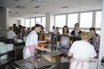 V školských jedálňach sa stravuje čoraz viac detí