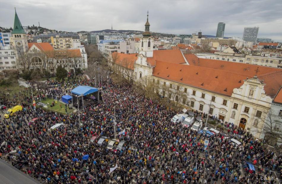 148c544fd PROTESTY POKRAČOVALI: Ľudia boli v uliciach, žiadali slušné Slovensko