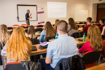 Lektori z Digital Media Campus prebrali na UKF výučbu po J. Kuciakovi
