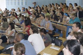 Vyššie platy učiteľov, menšie triedy a menej rigidity!
