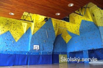 Na Gymnáziu J. G. Tajovského majú lezeckú stenu aj ´živé´človeče