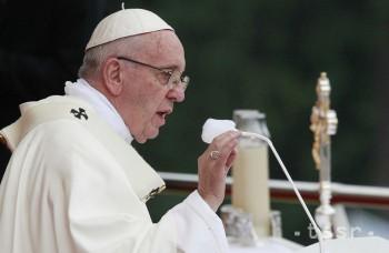 Pápež vyzýva veriacich, aby čo najrýchlejšie uhasili zelené pľúca Zeme
