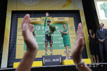 Na snímke slovenský cyklista Peter Sagan (Bora-Hangrohe) v zelenom drese lídra bodovacej súťaže na pódiu po víťazstve v 13. etape 105. ročníka Tour de France z Bourg d'Oisans do Valence (169.5 km) 20. júla 2018.