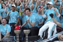Mercedes oslavuje víťazstvo v Japonsku a v pohári