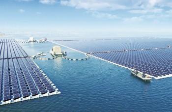 Najväčšia solárna elektráreň sveta pláva na vode