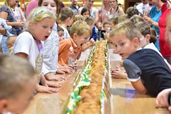 Hurá atletika! V Žiline padol rekord o najdlhší sendvič!