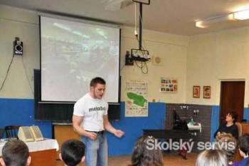 Lukáš Jakab vyrozprával školákom príbeh o svojej skúsenosti s drogami