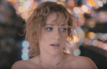 Emma Drobná vydala debutový album, texty si napísala sama