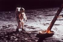 Zomrel astronaut Neil Armstrong, prvý človek na Me