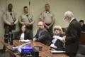 Rodičov, ktorí väznili svojich 12 detí, odsúdili na doživotie