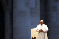 Pápež František udeľuje mimoriadne požehnanie
