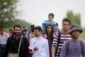 Stovka migrantov pochodovala dnes napriek horúčave do Maďarska