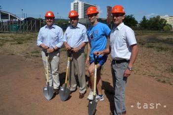 V Ružinove sa pustili do opravy športového areálu na ZŠ Nevädzová
