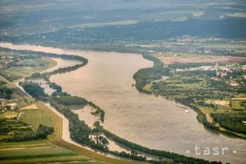 Pozdĺž Dunaja bude pre vtáky bezpečnejšie elektrické vedenie