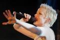 Shirley Mansonová, rocková speváčka z Garbage, oslavuje 50 rokov