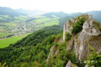 Do obce Súľov Hradná lákajú najmä známe Súľovské skaly