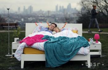 Krátky poobedňajší spánok je lepší ako dlhé vyspávanie, radí lekár