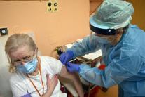 Očkovanie zdravotníkov proti SARS-CoV-2 v Michalov