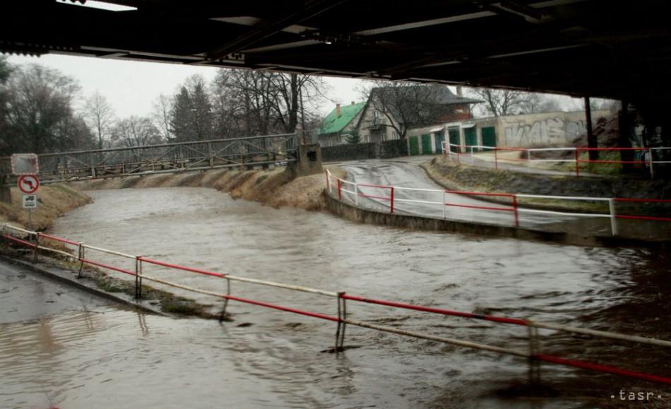 POVODNE: Počasie vyčíňalo aj v noci, veľká voda hrozí v Košickom kraji