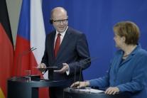 Merkelová musí preč, kričali na kancelárku počas návštevy v Česku