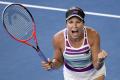 AUSTRALIAN OPEN: Collinsová a Kvitová sú v semifinále dvojhry