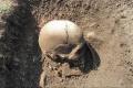 Objav v Ducovom: Turisti považovali lebku z hrobu za kameň na chodníku