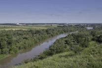 Rieka Morava a vľavo v pozadí rakúsky zámok Schlos