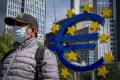 Spotrebiteľská dôvera v eurozóne vzrástla tretí mesiac po sebe